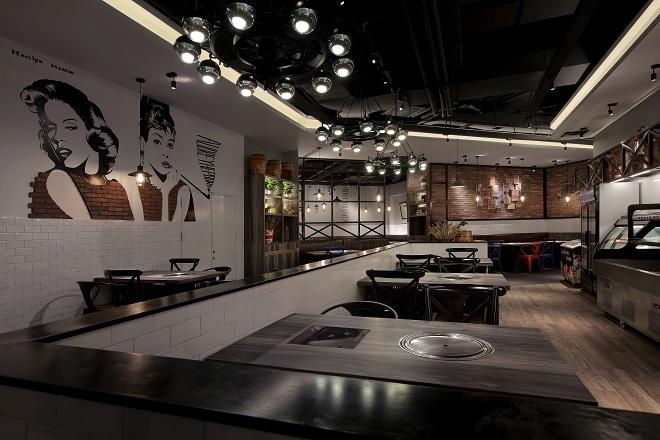 内容摘要:室内设计师:黄珍珍,珍意美堂空间设计总监,高级室内设计师,中国建筑学会室内设计学会会员,CBDA建筑装饰协会会员,CIID室内设计协会会员,多年来一直从事酒店、会所和餐饮设计,专业为高端餐饮、会所、酒店服务。其擅长不同主题的餐饮设计,设计独特、新颖,在设计空间中融入创造性.